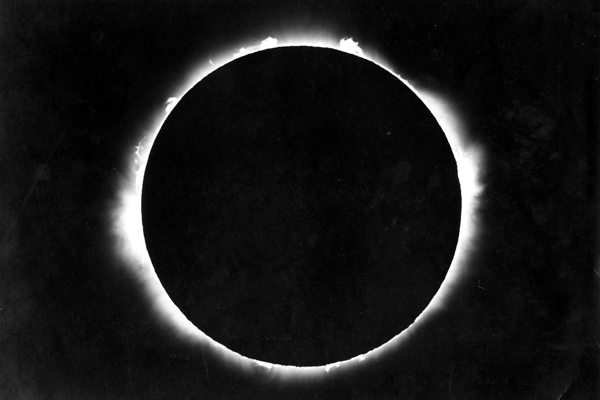totality-of-the-solar-eclipse-29-june-1927.jpg