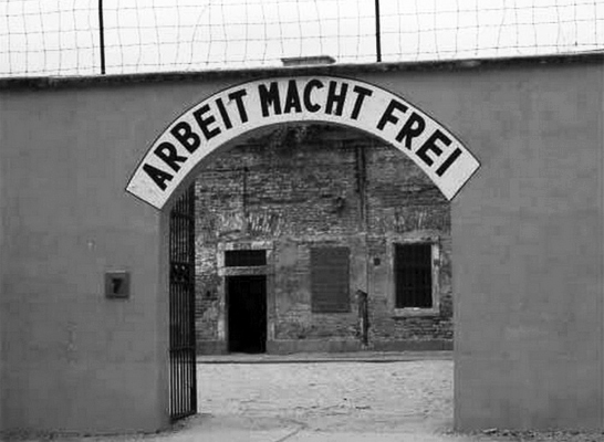 terezin_-_entrance_to_small_fortress.jpg
